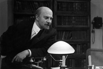 Lenin Yolunda